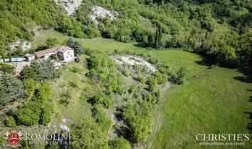 Umbria - RESTORED RUSTIC FARMHOUSE FOR SALE IN UMBRIA