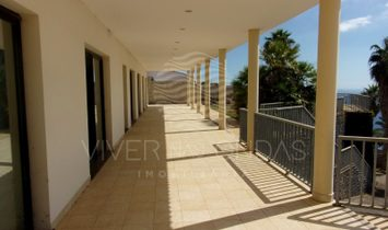 4 bedroom villa w / view over the bay of Funchal, in São Gonçalo.