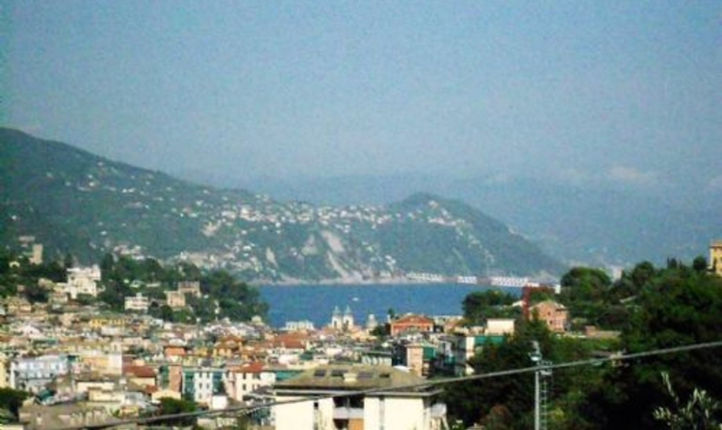 SANTA MARGHERITA FIRST HILL in a small context independent apartment with garden and terrace