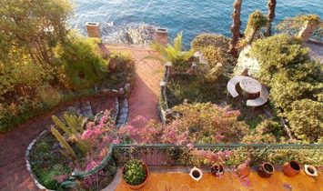 CAMOGLI overlooking the sea with private access to the cliff terraced house with outdoor spaces
