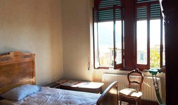 CAMOGLI NEAR THE CENTER in little context, large apartment with balcony