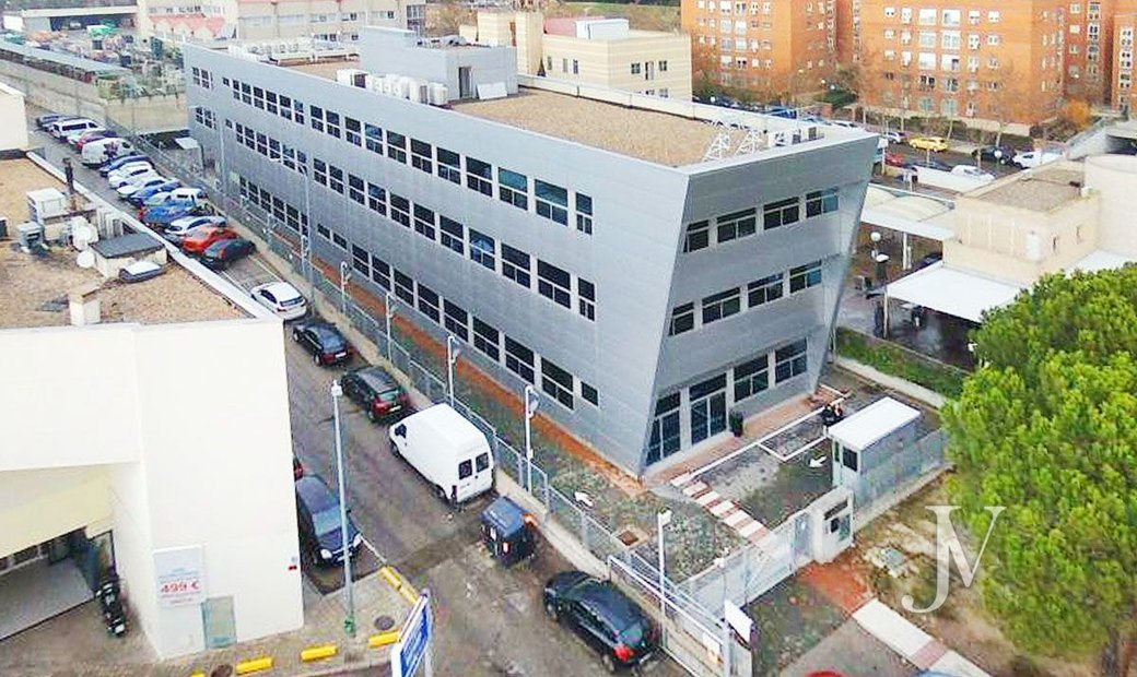 Alcobendas: Office building of 2.384m2 + 18 covered parking spaces