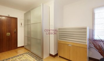 Apartment T4 - Sale - Linda-A-Velha - Box for 2 cars