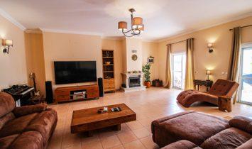 MODERN 5 BEDROOM HOUSE WITH POOL IN PRAIA DA LUZ