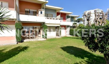 SEAFRONT HOUSE WITH PRIVATE GARDEN AND BEACH