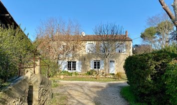 South Luberon: Provençal hamlet for sale on more than 7 hectares