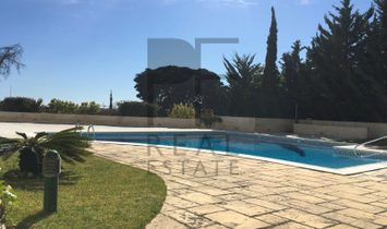 T2 in condominium with pool in Estoril