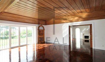 Estoril. Renovated villa in prime area of Estoril. Sea View