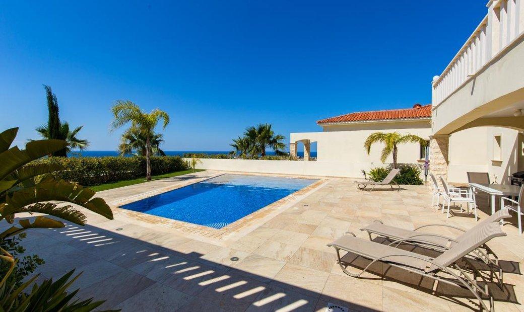 Villa 260 sqm in Paphos, Cyprus