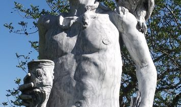 Unique Artwork! The god of the sun Helios cut in ONE piece of marble of 5m heigth