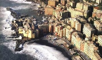 CAMOGLI two steps from the center independent and customizable apartment with terrace and sea view