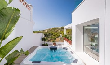 Luxury villa with stunning views for sale in the Herradura