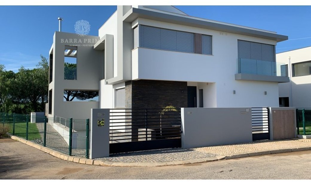 Exceptional detached 4 bedroom villa for sale in Vilamoura