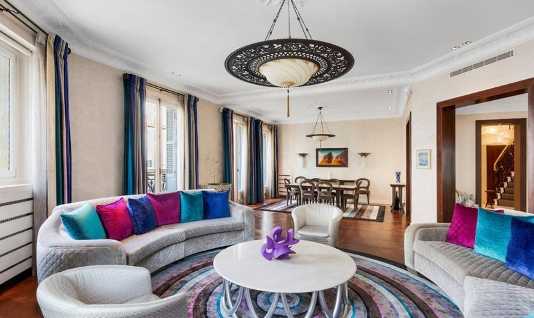 A magnificent 5-bed apartment in a prime location