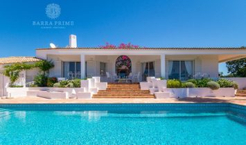Magnificent private villa set in a huge plot with glorious sea views