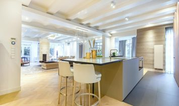 Luxerious ground floor apartment with a garage and garden