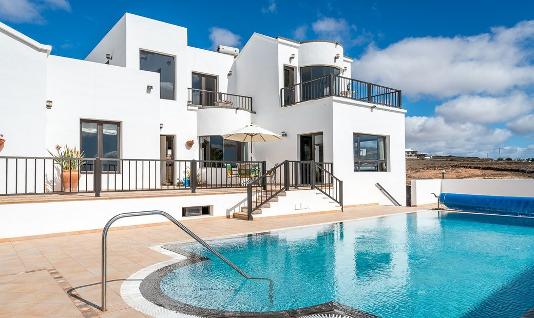 Detached chalet with pool in El Mojón, Teguise