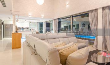 Villa en la costa de Telde con piscina y vistas al mar