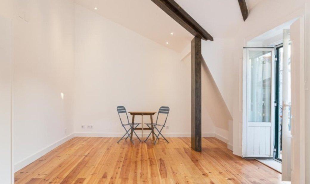 2 bedroom duplex with furniture