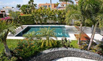 Luxury villa with pool in Adeje Golf