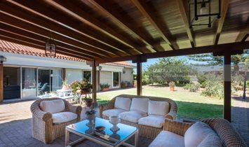 Chalet independiente con amplio jardín y zonas de eventos