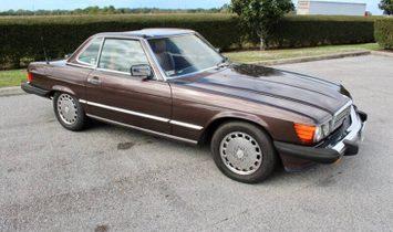 Mercedes-Benz 560-Class