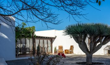 Independent chalet in La Vegueta with Outstanding Views to the Islands of the North of Lanzarote