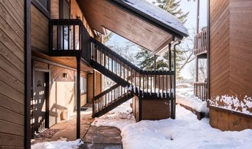 Cozy Condo Close To Skiing
