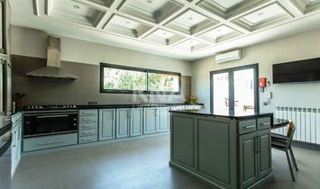 Belle Villa familiale moderne unique en son genre exposée plein sud