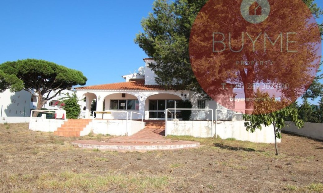 House and Restaurant very well located, located right at the entrance of Vilamoura and Quarteira