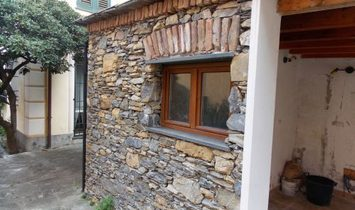 CAMOGLI center in a small period context apartment with sea view annnnnd little garden