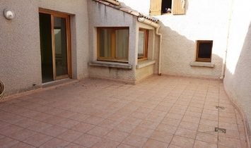 Large Village House To Refresh With 90 m2 Of Living Space, Garage And Private Terrace.