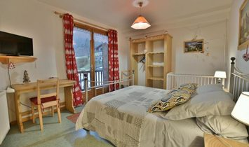 Spacious 5 bedroom flat close to the village