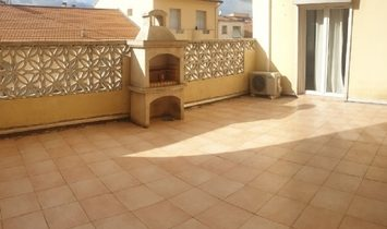 Renovated Apartment With 3/4 Bedrooms And Large Terrace At Walking Distance From Town Centre.
