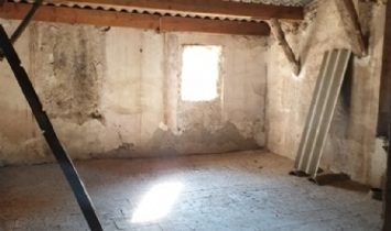 Sound Village House To Modernise With 155 m2 Of Living Space, Attic And Stone Barn Of 250 m2.