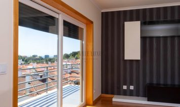 3 bedroom apartment with sea view and balconies in Cascais.