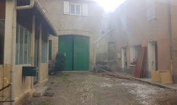 Nice Home To Renovate With 145 m2 Plus Attic, Barn And Shared Courtyard, In Town Centre.