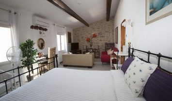 Beautiful Character Home With 155 m2 Of Living Space, Courtyard With Jacuzzi, Terrace, Garage.