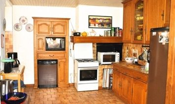 Spacious Village House With 160 m2 Of Living Space And Possibility To Create A Terrace .