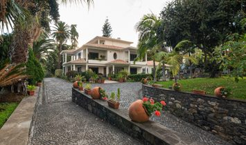 Farm, 6 Bedrooms, For Sale