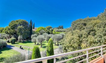 GRASSE, Rooftop house of 230 m2 in residence with 2 swimming pools and tennis court