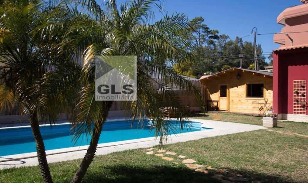 Hostel with pool-São João da Caparica