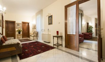 Luxury Apartment Overlooking The Arno River