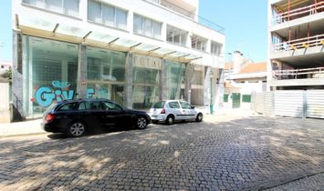 Spacious 3-store shop in the center of Torres Vedras