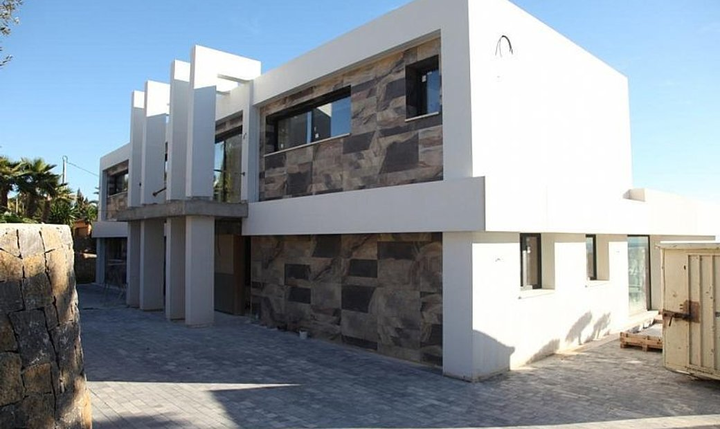 Located in Benisa (Calpe) KEY READY IN BRIEF EXCLUSIVE LUXURY VILLAS¡¡¡ On a plot of 2650 m2 and a