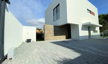4 bedroom villa in Cascais with garden and pool