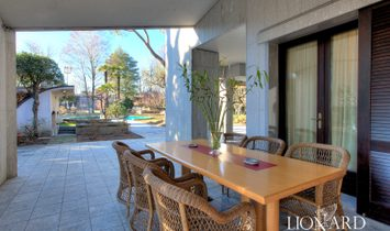 Modern and elegant villa for sale on the outskirts of Milan