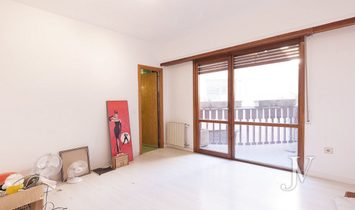Penthouse of 453m2 to reform in Front Line Royal Palace, with garage.