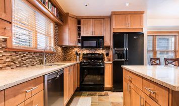 Ideal Ski Condo...Minutes To Main St. And Deer Valley Resort