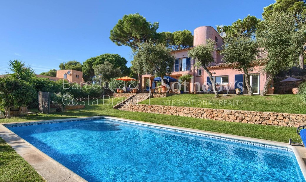 Mediterranean House, At Just A Few Meters From The Beach Of Tamariu